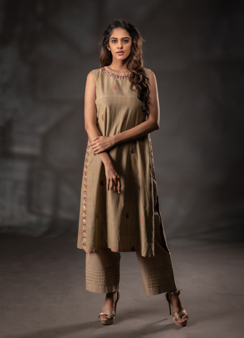 Natural Dyed Sleeveless Thread and Sequins Embroidery Kurti with Pants