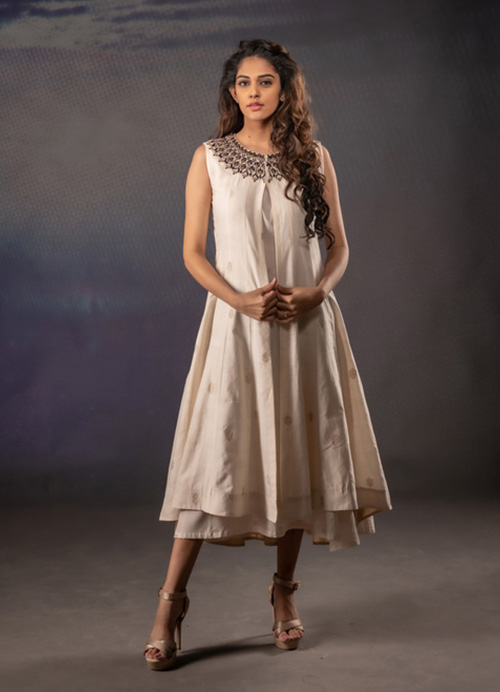 Off White Sleeveless Koti Style Thread and Sequins Embroidery Kurti