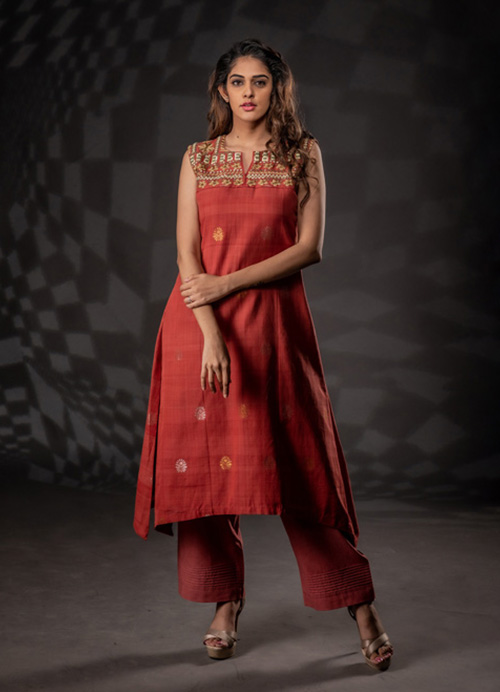Sleeveless Natural Dyed Thread and Sequins Embroidery Kurti with Pants